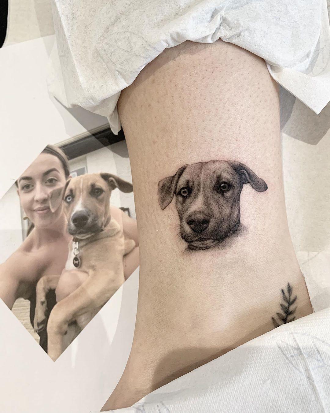 татуювання собаки на щиколотці