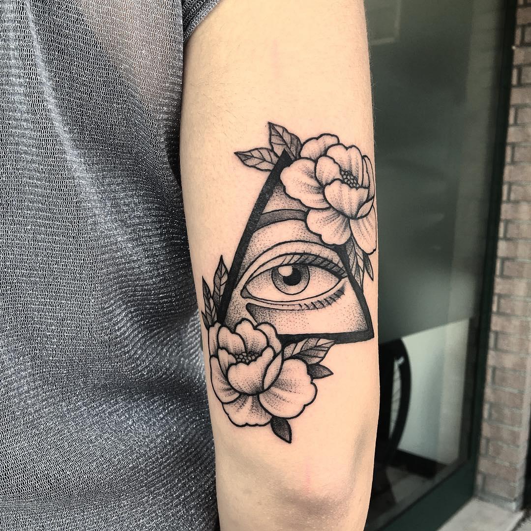 Треугольнике глаз тату, значение