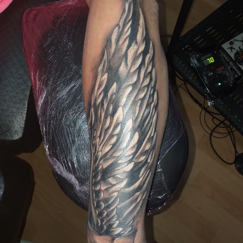 мужская тату крыльев