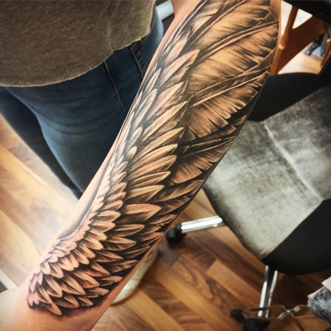 модная татуировка крыльев