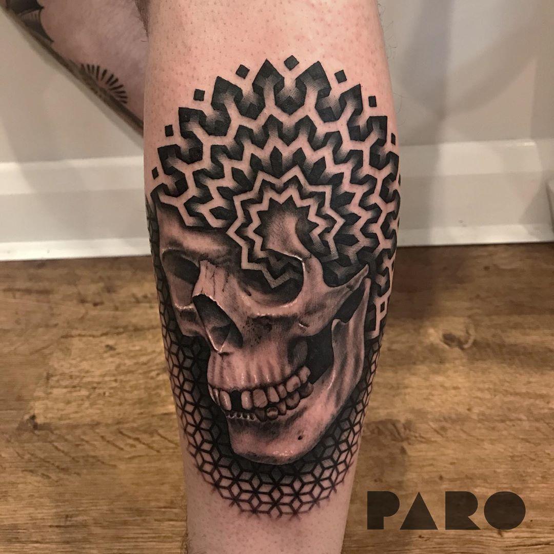 татуировка геометрического черепа