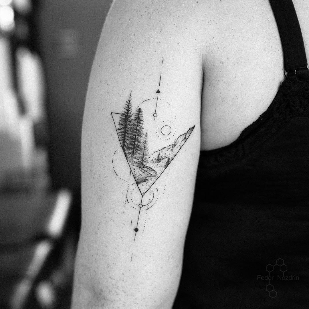 минималистическое тату геометрии