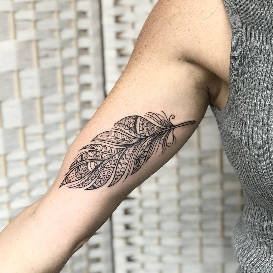 Татуировка перо - красивые фото
