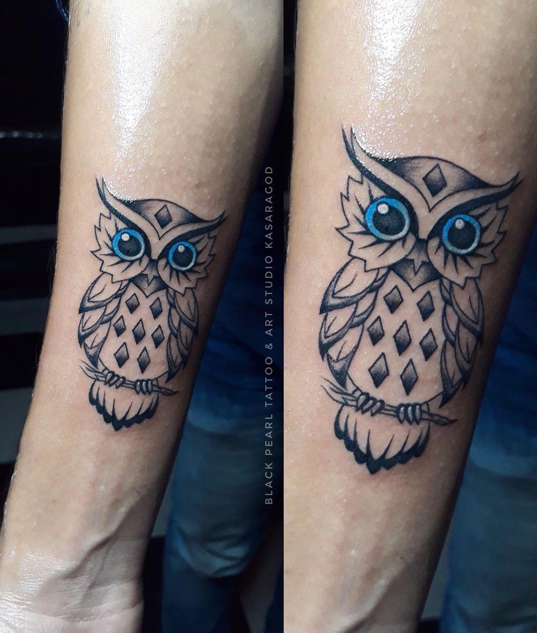 мультяшная татуировка совы на руке