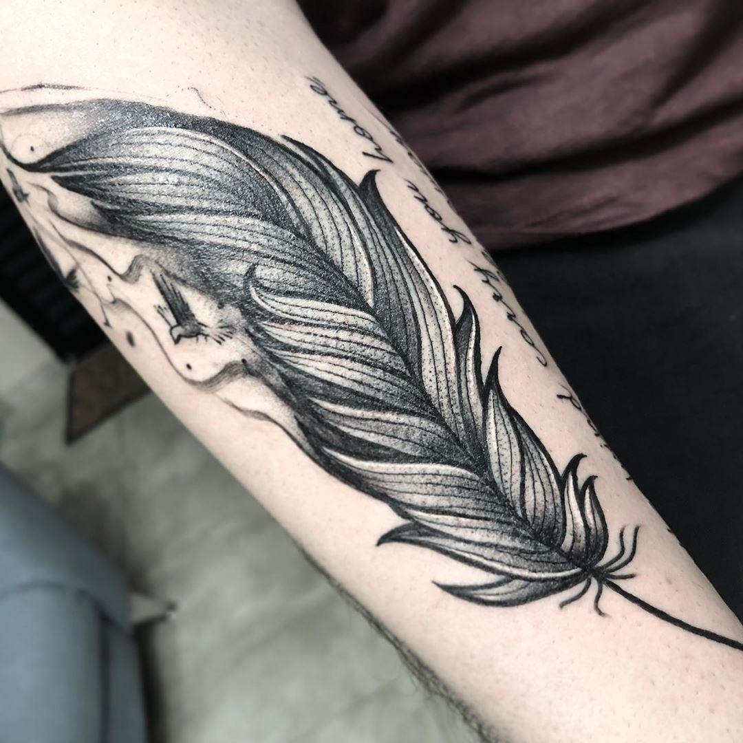 """Значение татуировки """"Перо"""""""