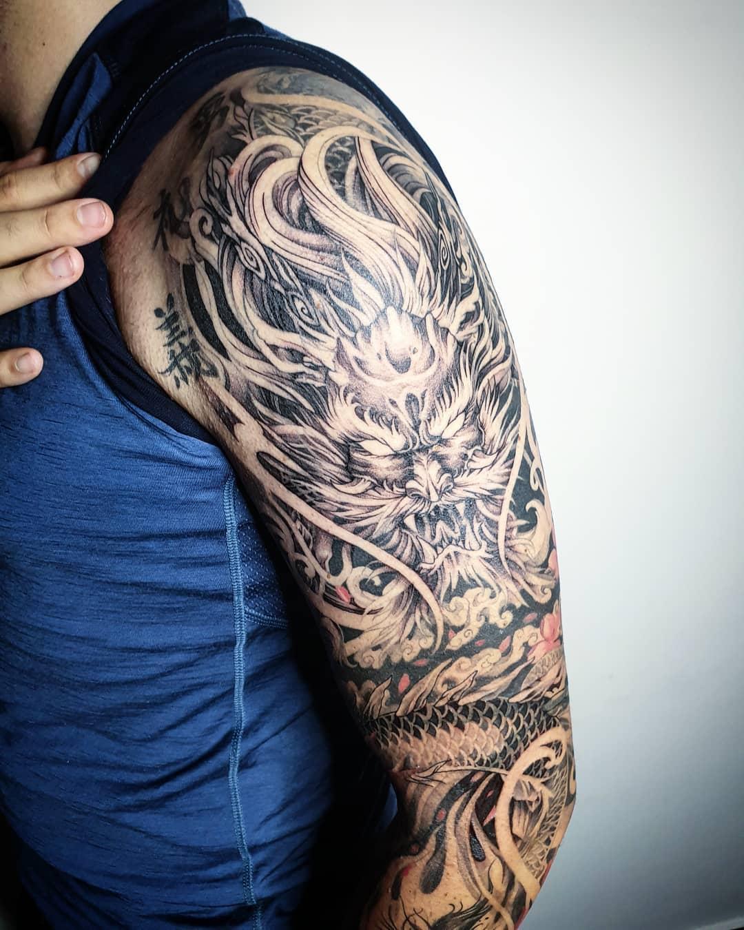 татуировка дракона на предплечье