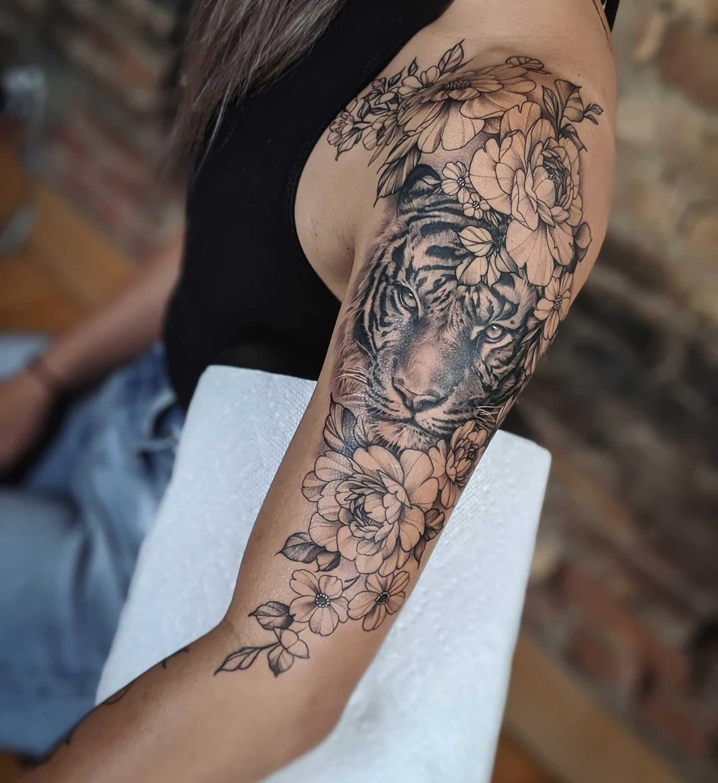 красивая татуировка тигра на руке