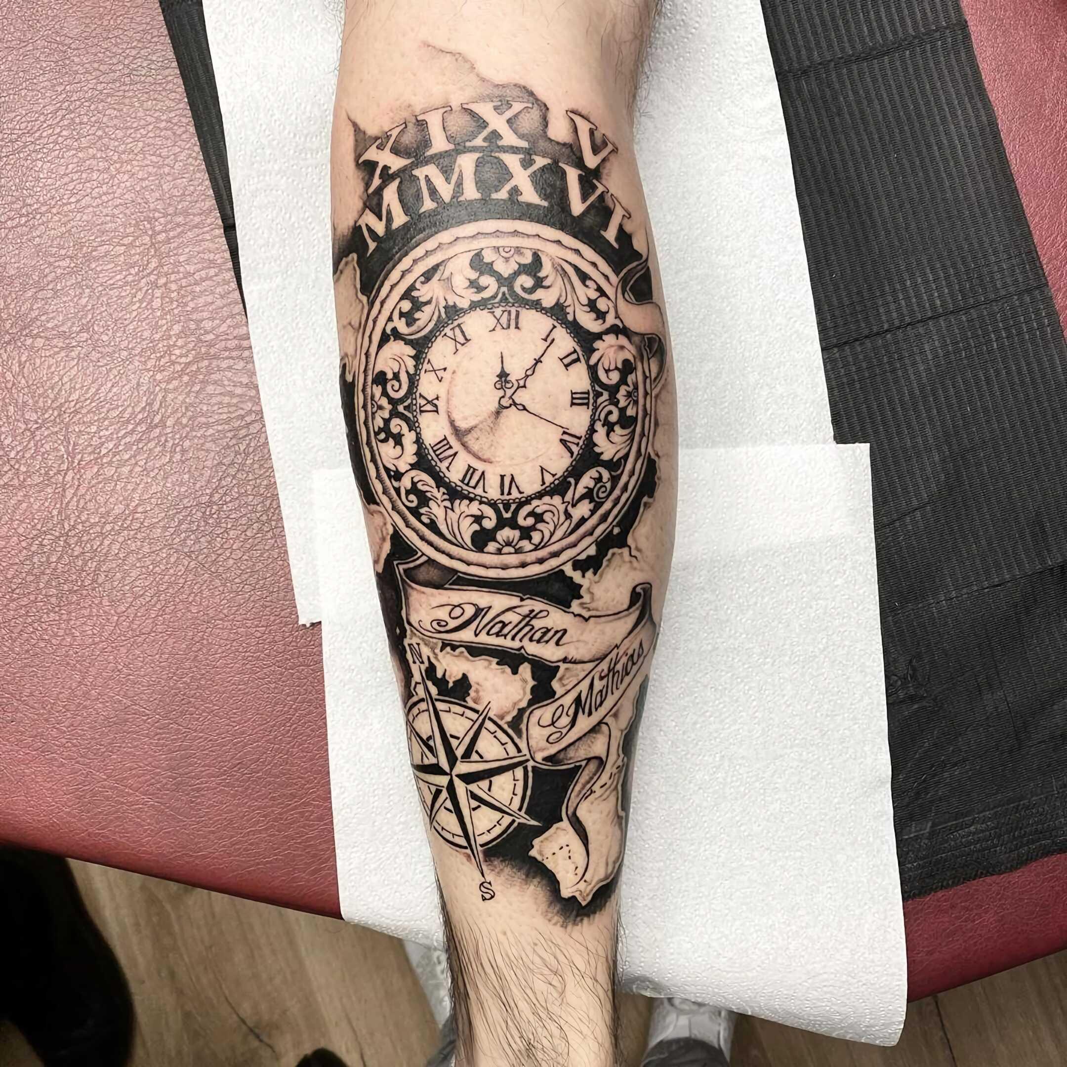 тату часов на руке с надписями