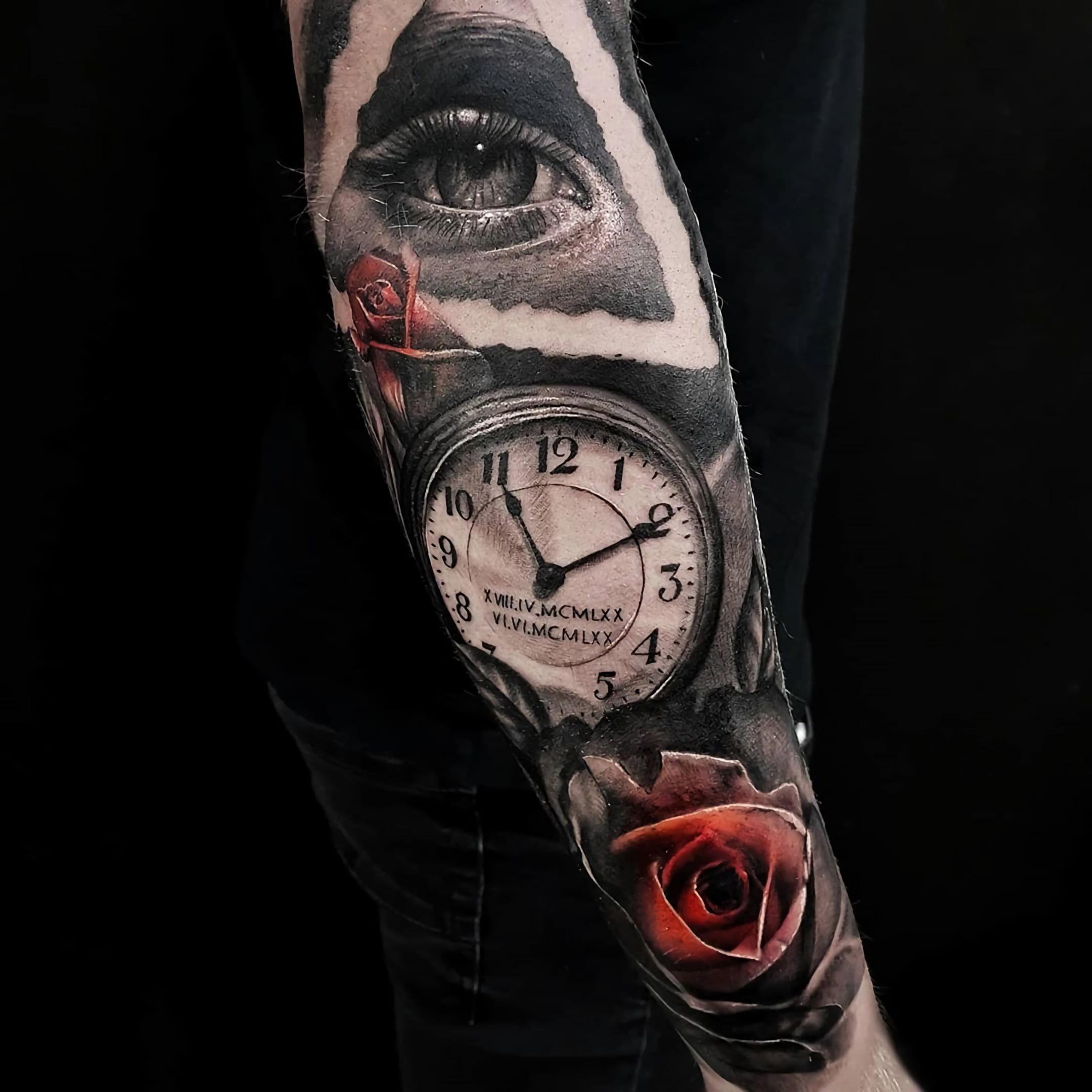 тату часов на руке с красной розой и глазом