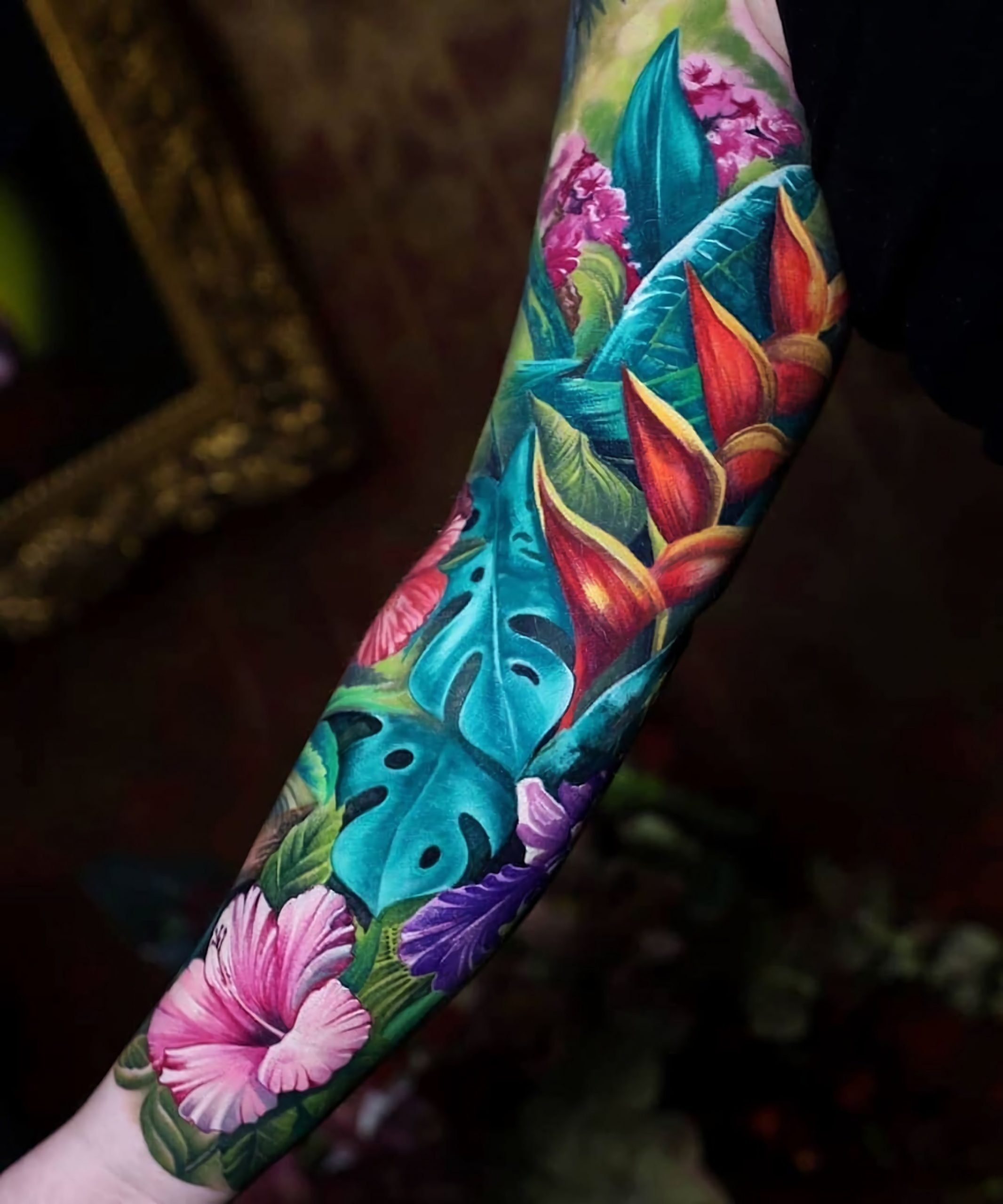 татуировка разноцветного рукава с цветами