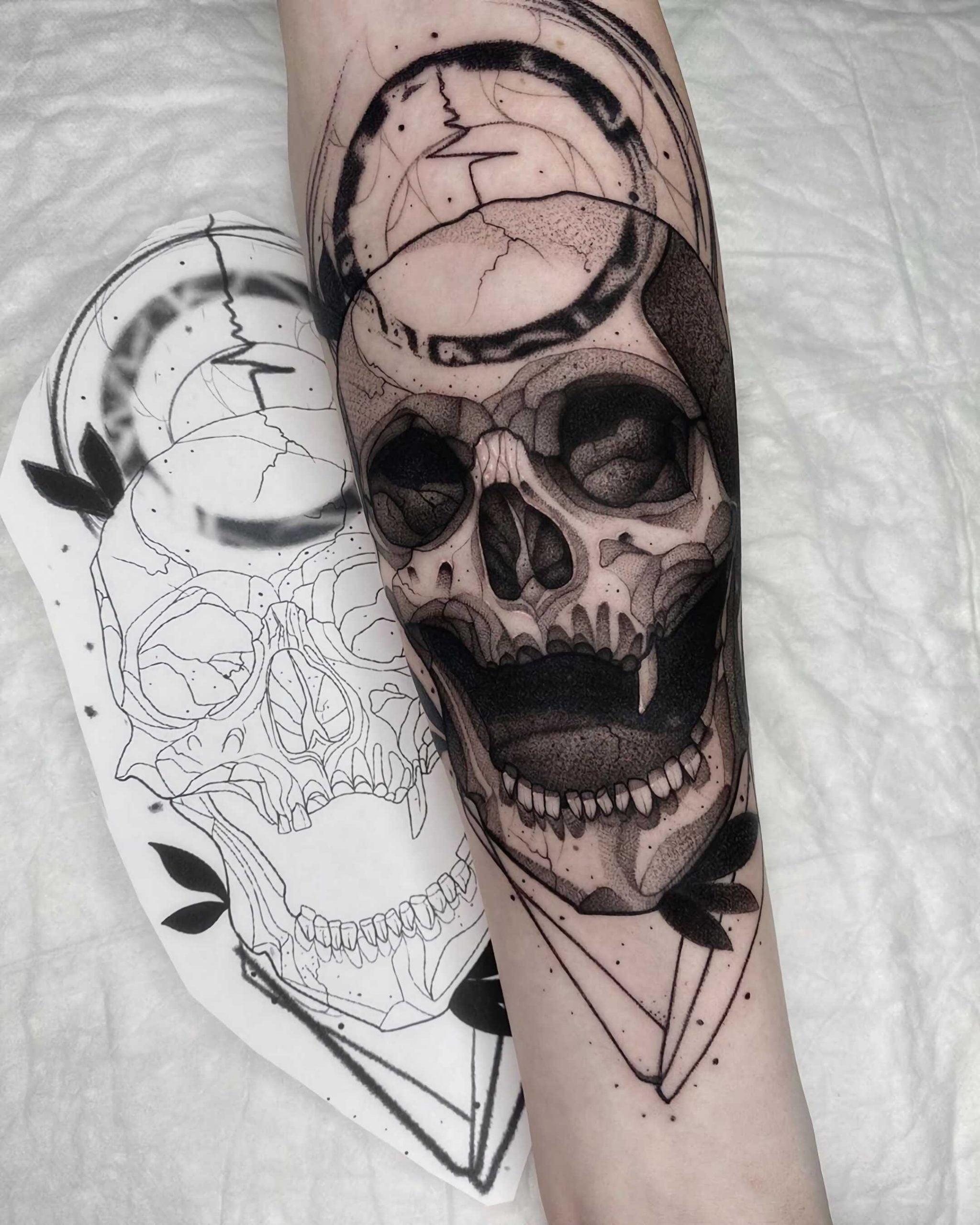 стильное тату черепа на руке