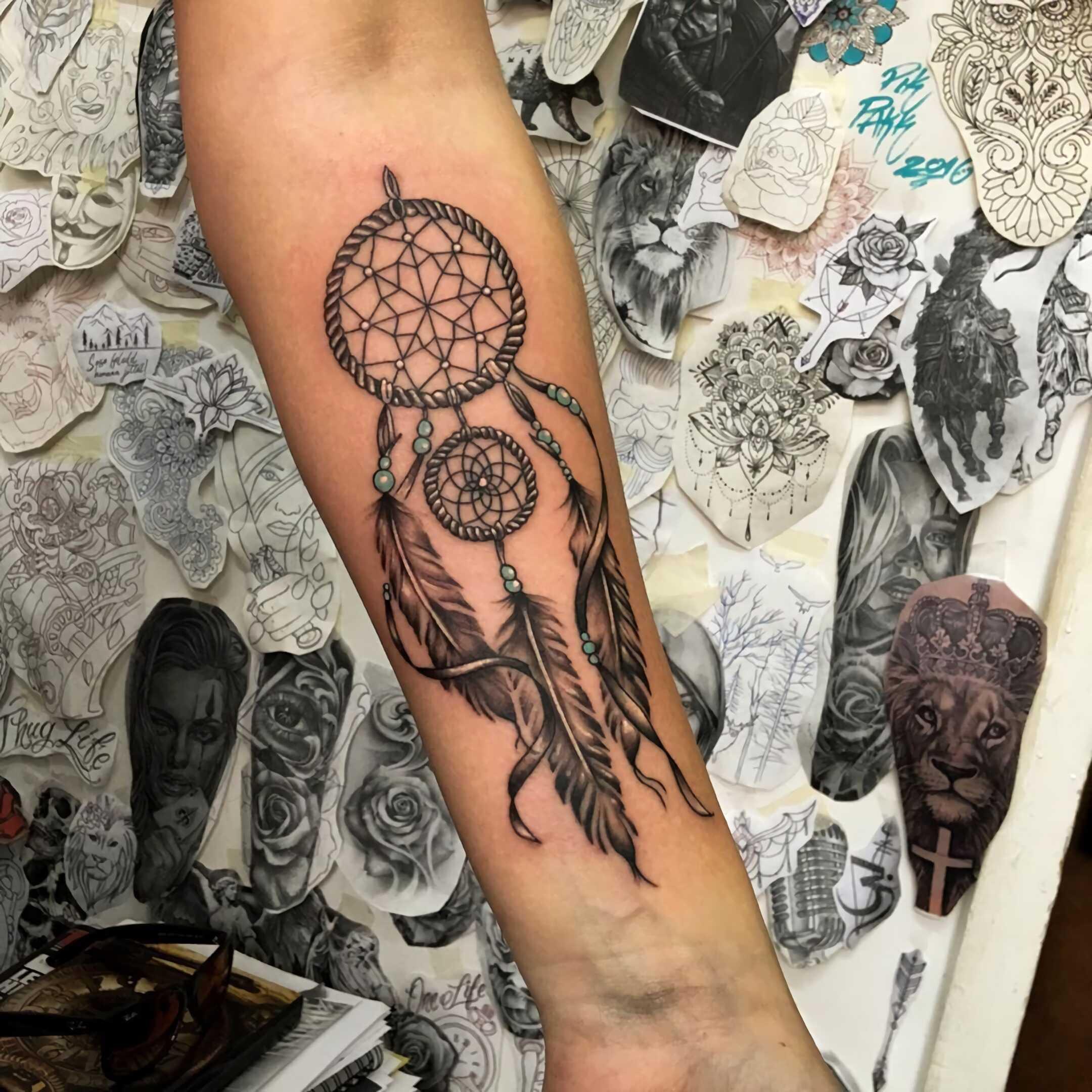 стильное тату ловец снов на руке