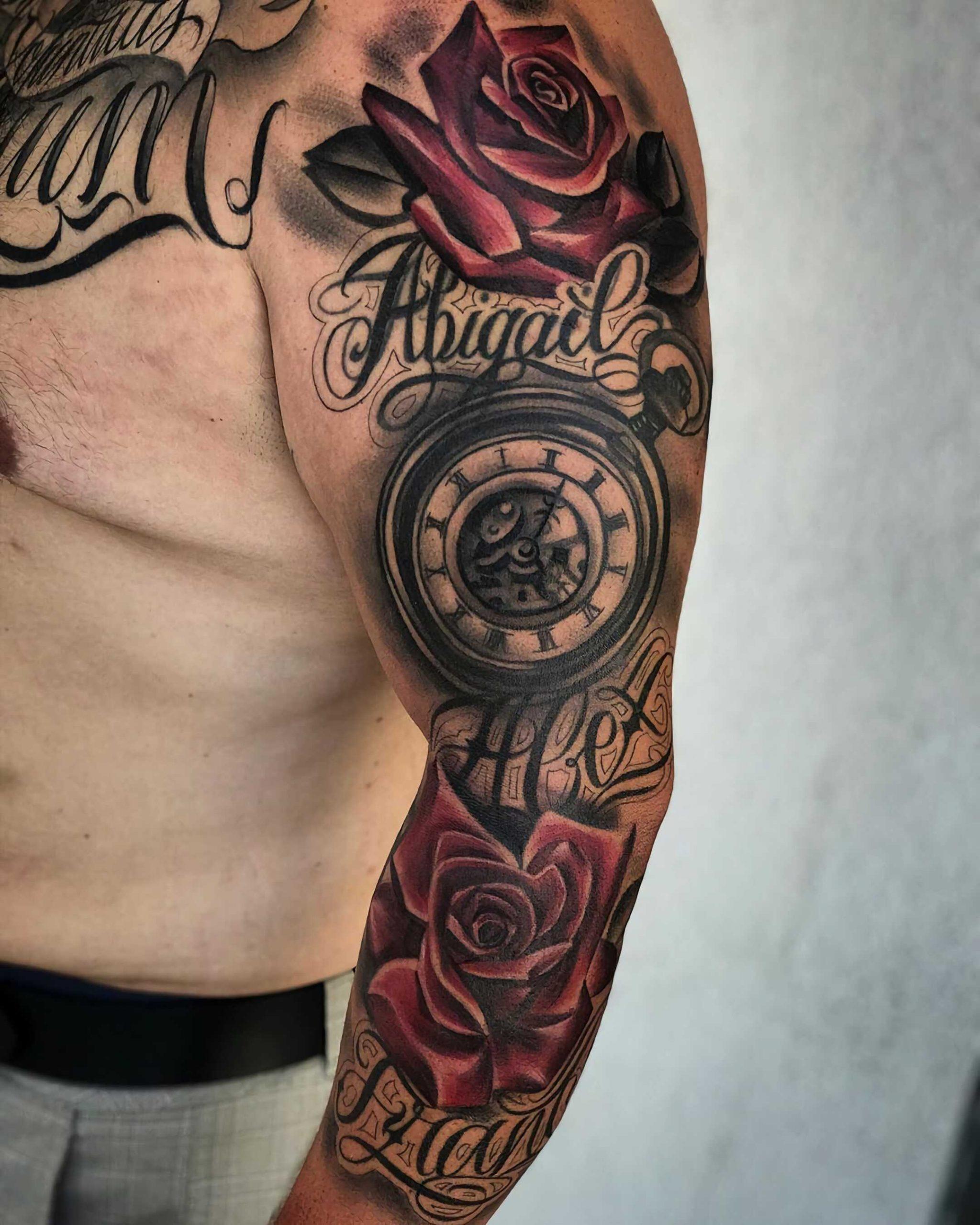 тату полного рукава с часами и красными розами