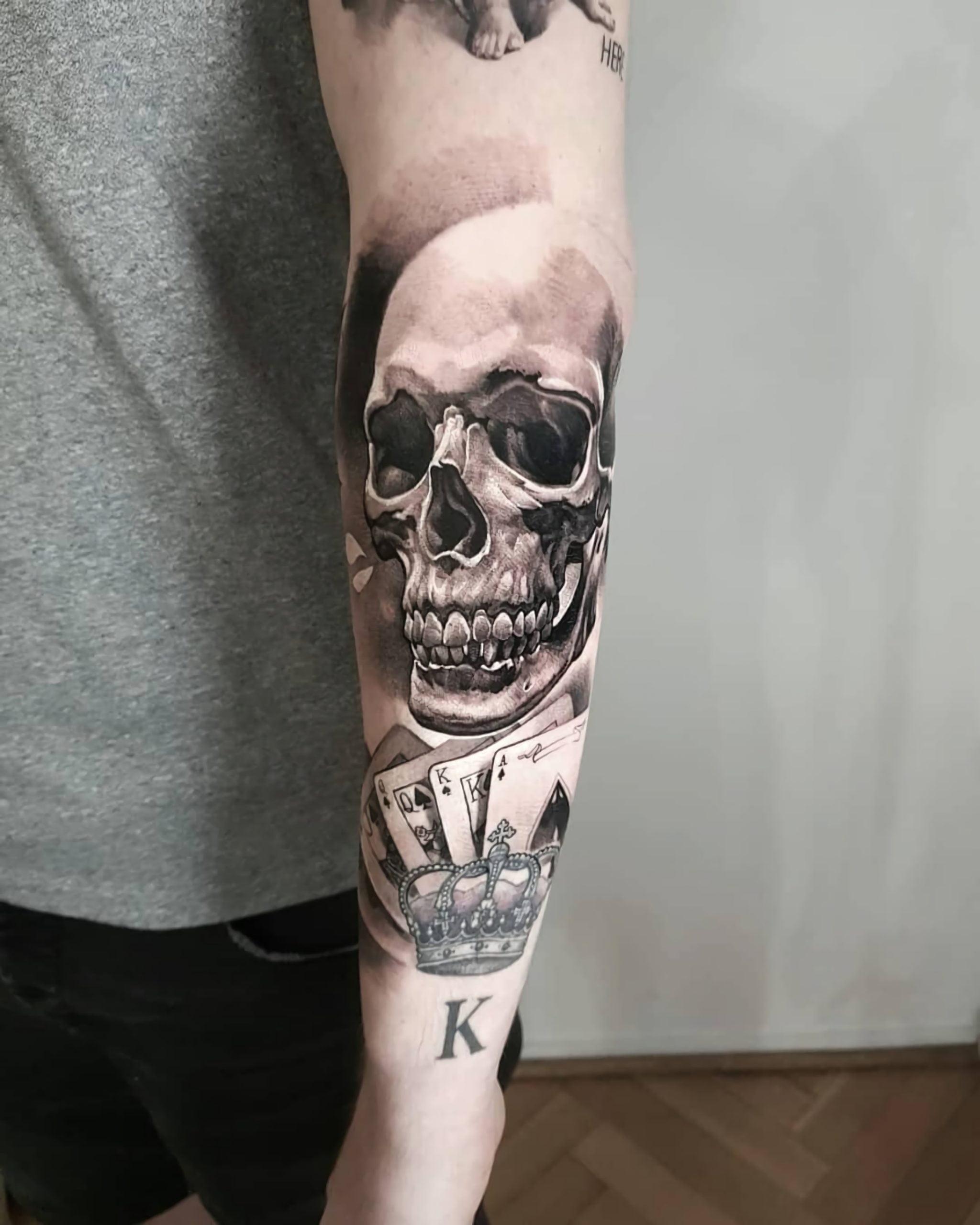 значимая татуировка черепа на руке