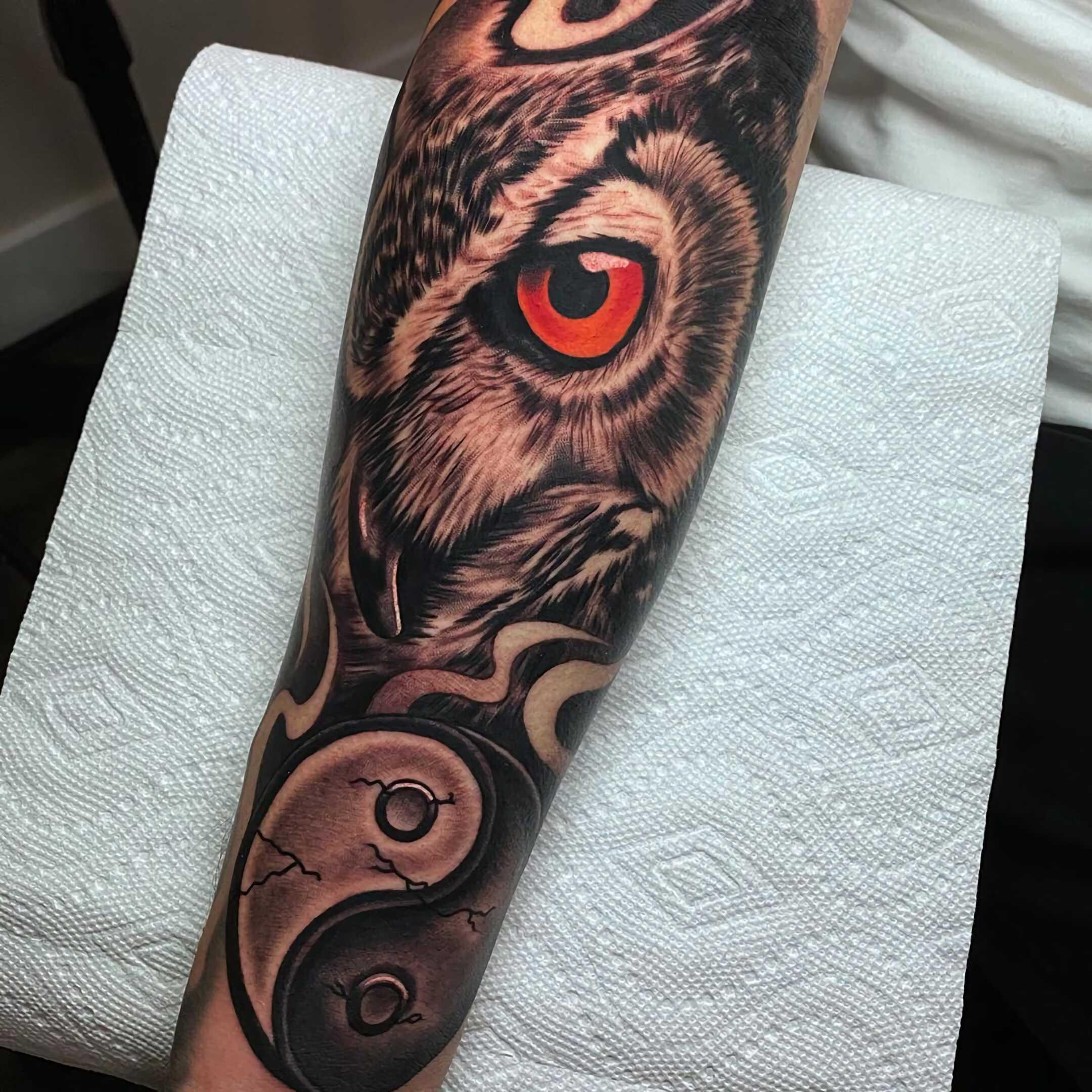 современное тату совы на руке