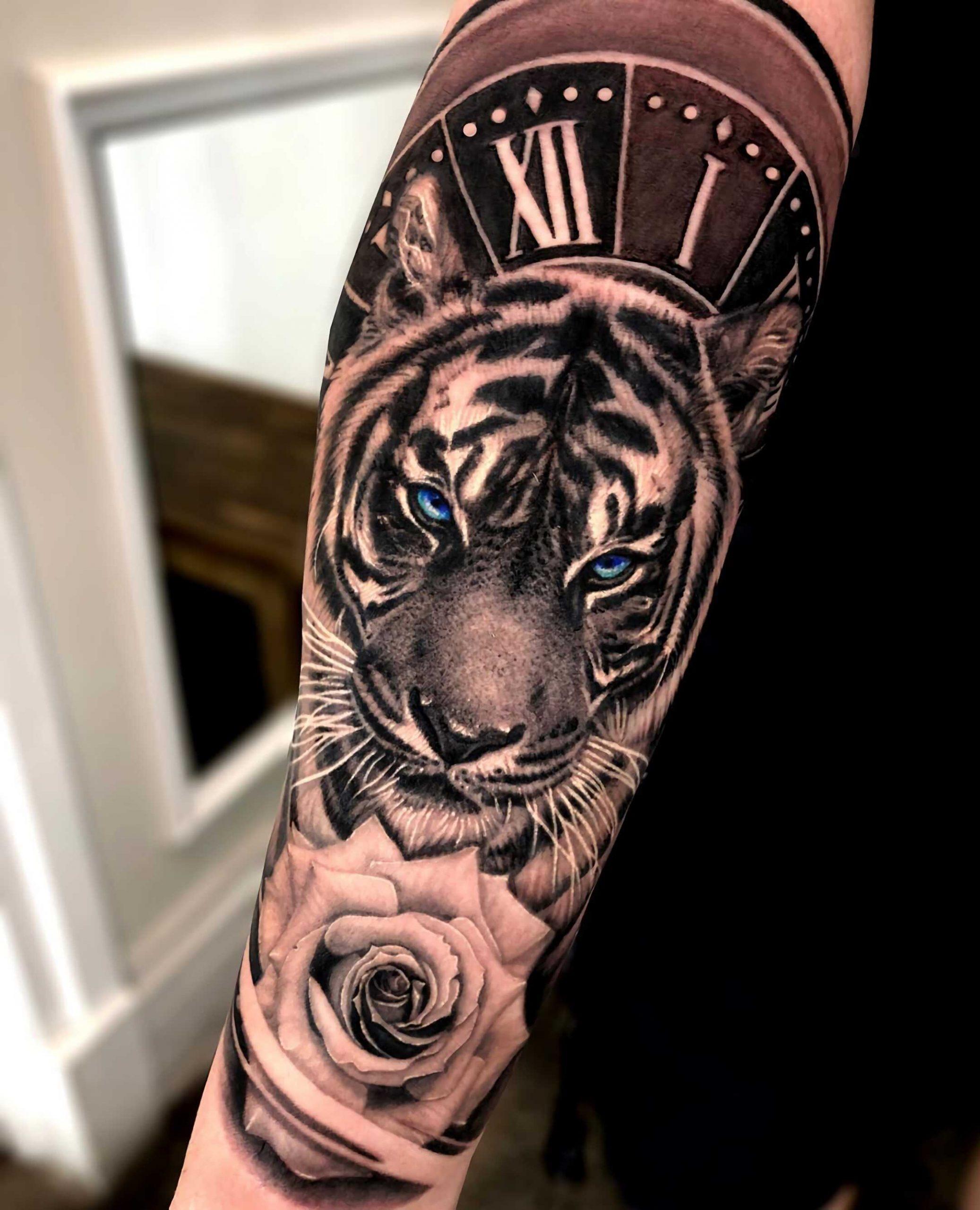 тату тигра на руке