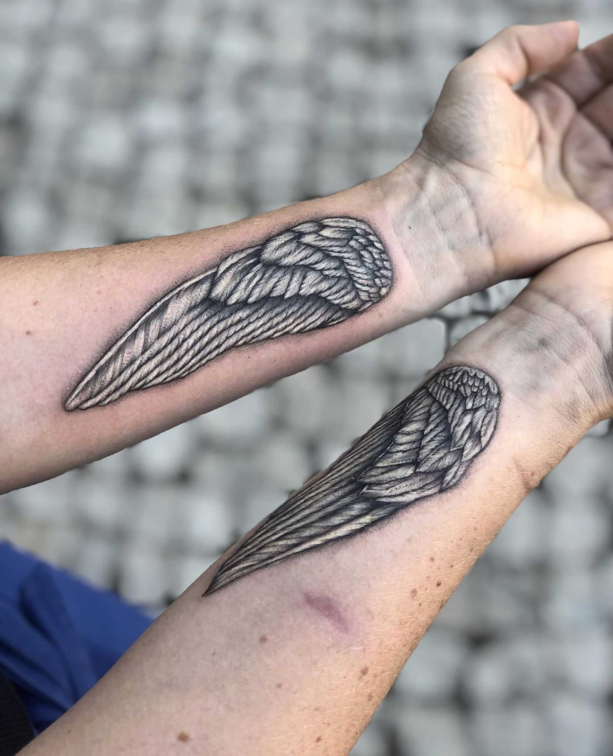 красивая татуировка крыльев на руках