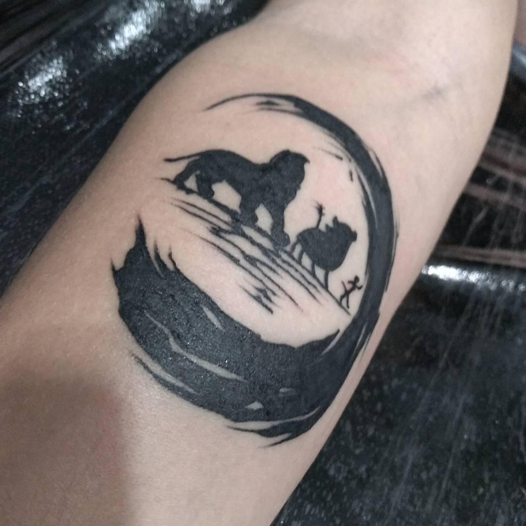 татуювання короля лева