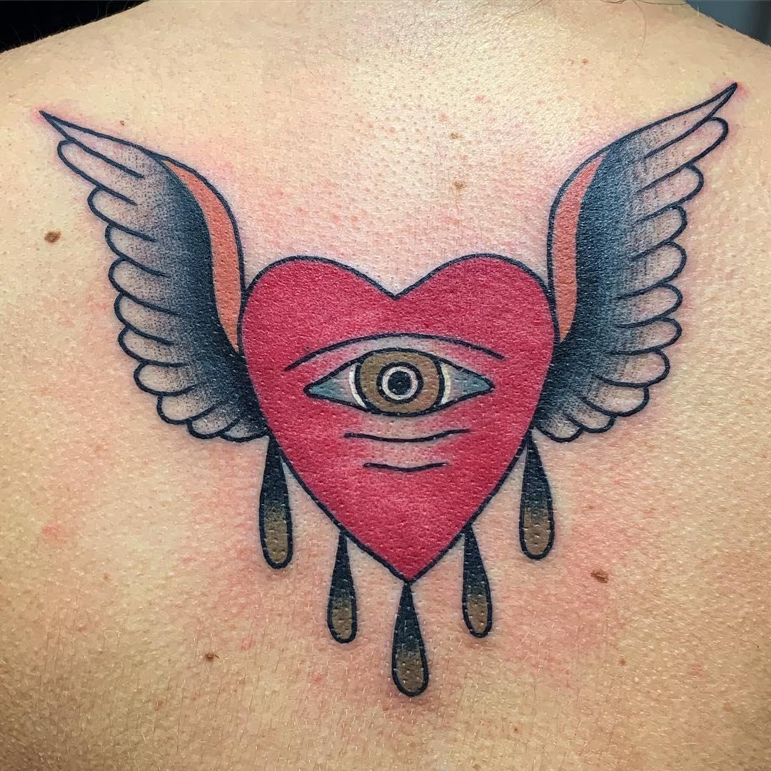 сердце с крыльями тату