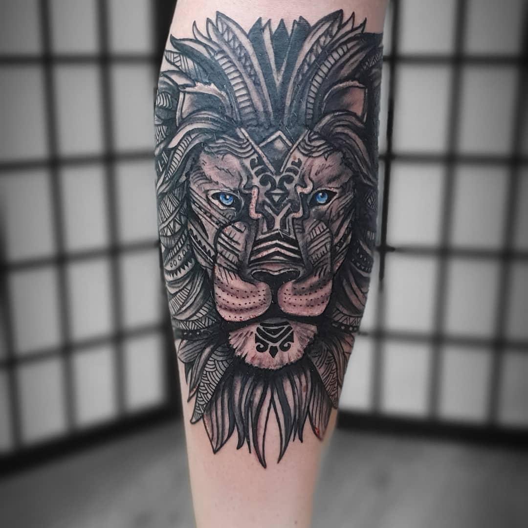геометричне тату лева