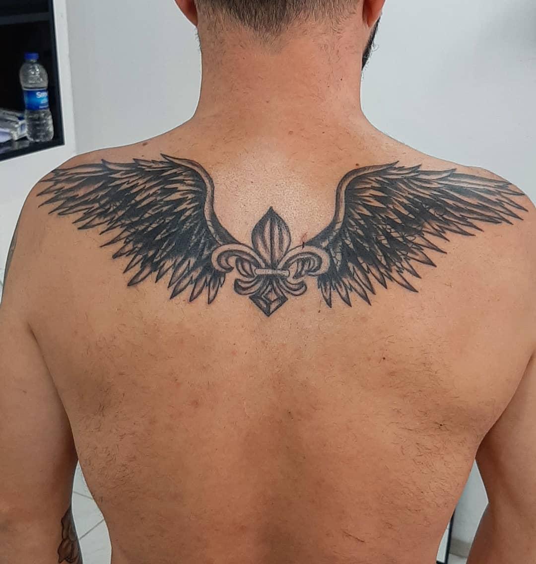 чоловіче татуювання крил на спині