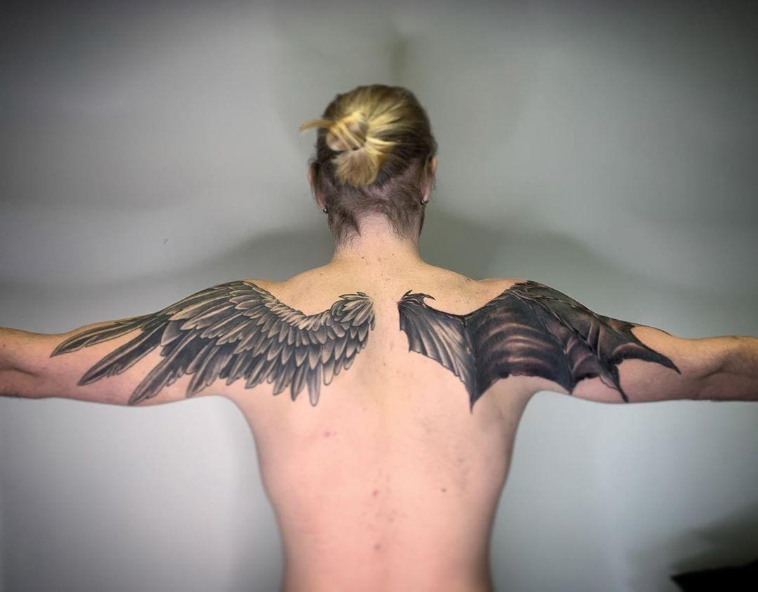 тату крил ангела і демона на спині