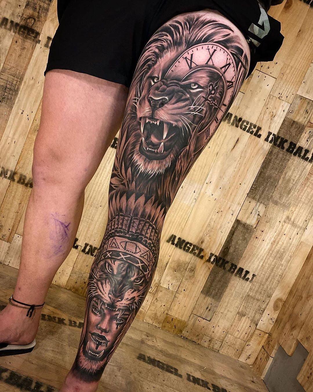 татуювання лева на нозі