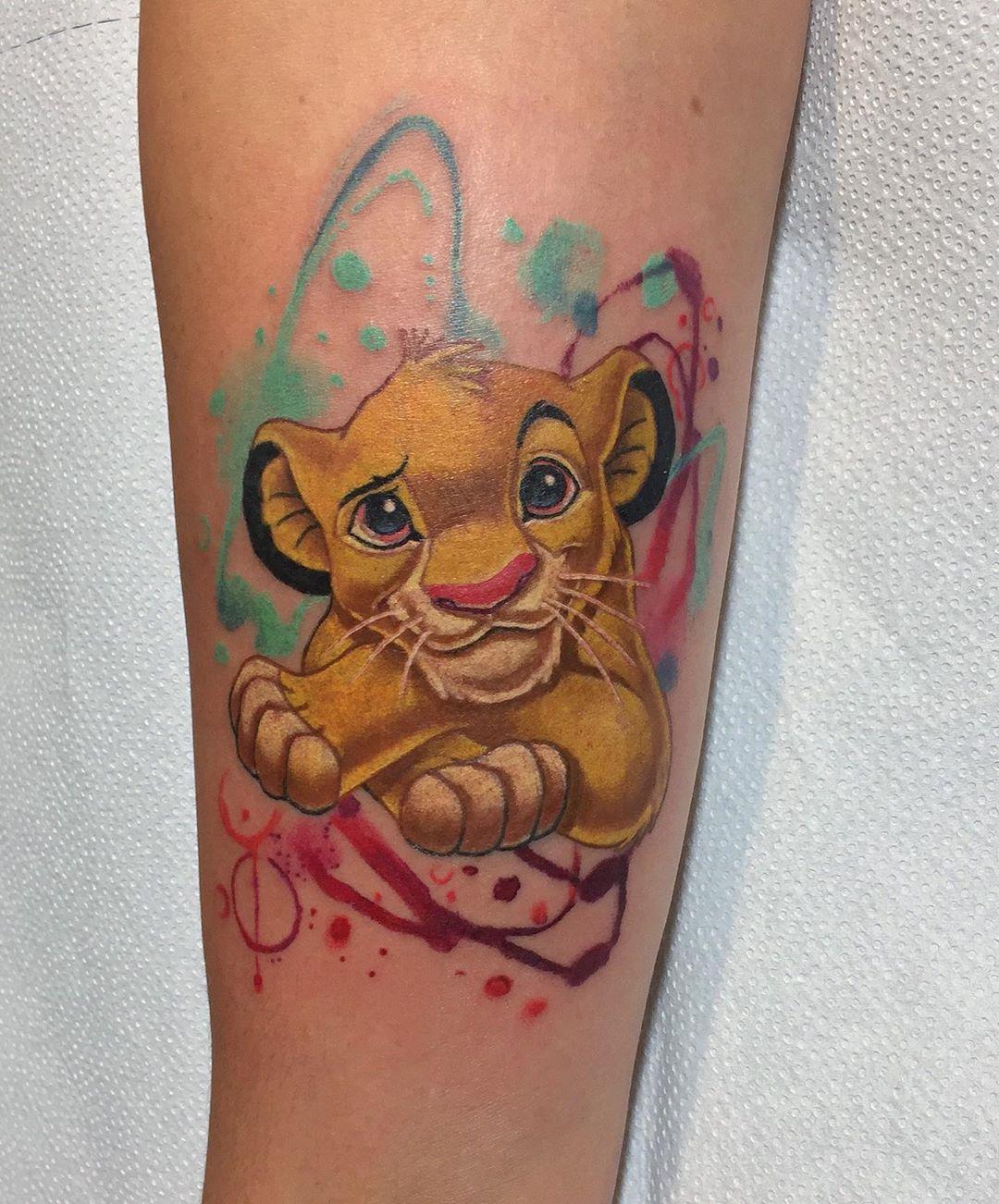 акварельне татуювання короля лева