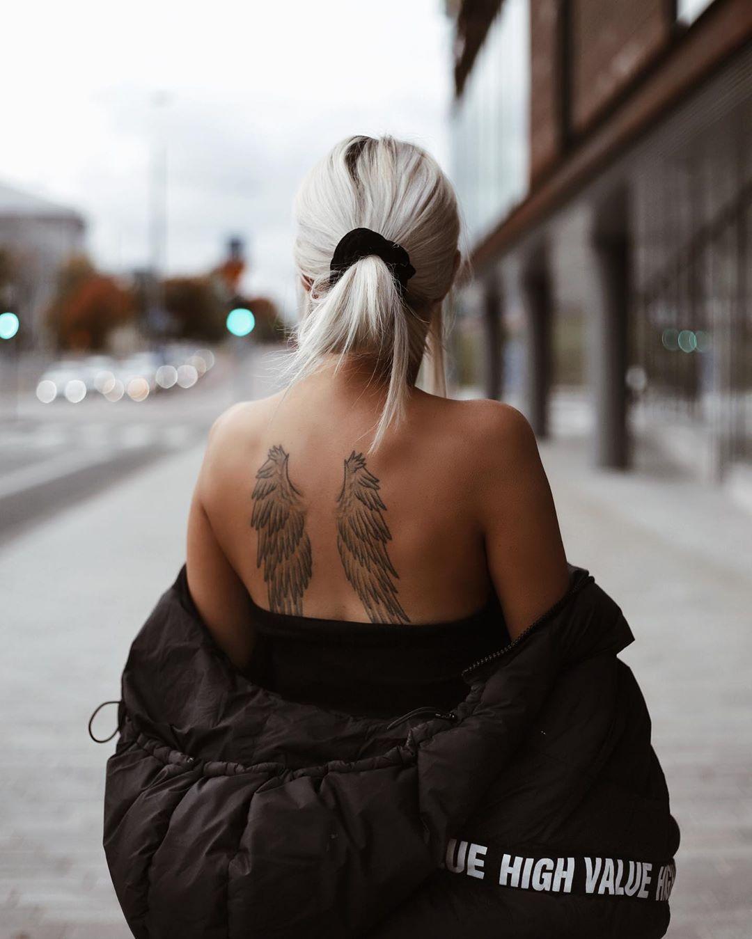 жіноче татуювання крил