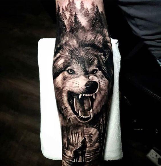 рукав с рычащим волком