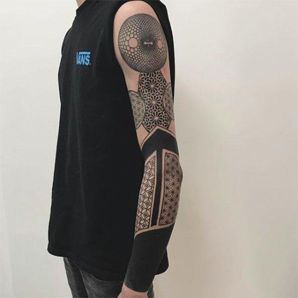 черный, геометрический рукав
