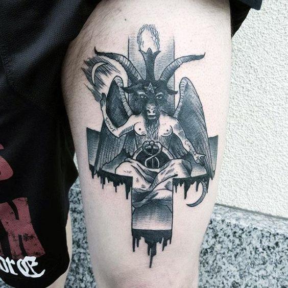 татуировка дьявола и перевернутого креста