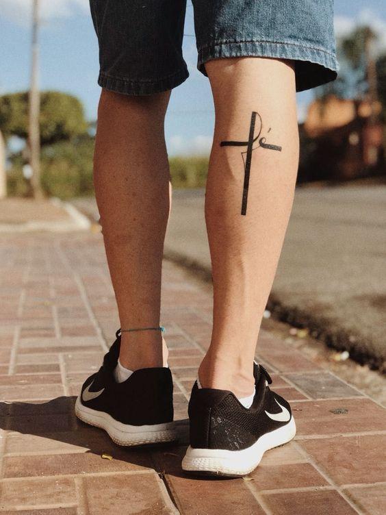 простая татуировка креста на ноге