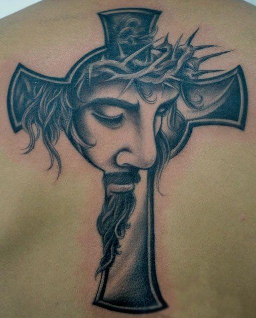 татуировка изображения Иисуса и креста