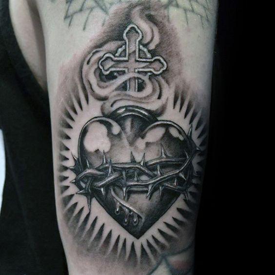 тату сердца с крестом