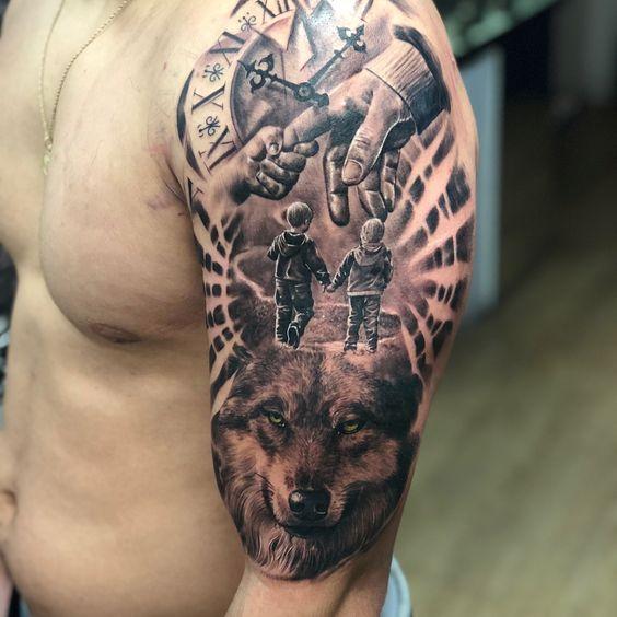 татуировка рукава с семьей и волком