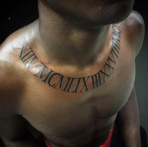 татуювання римських цифр навколо шиї