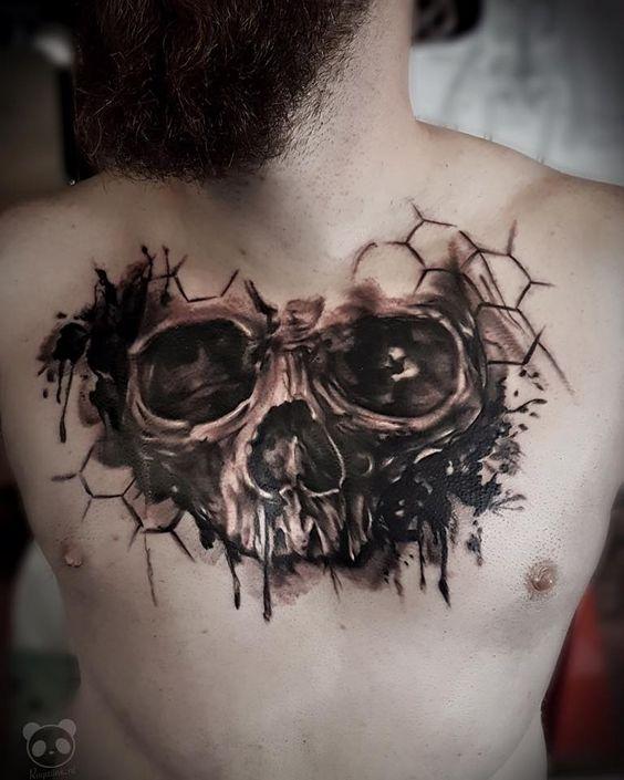 об'ємний череп на грудях