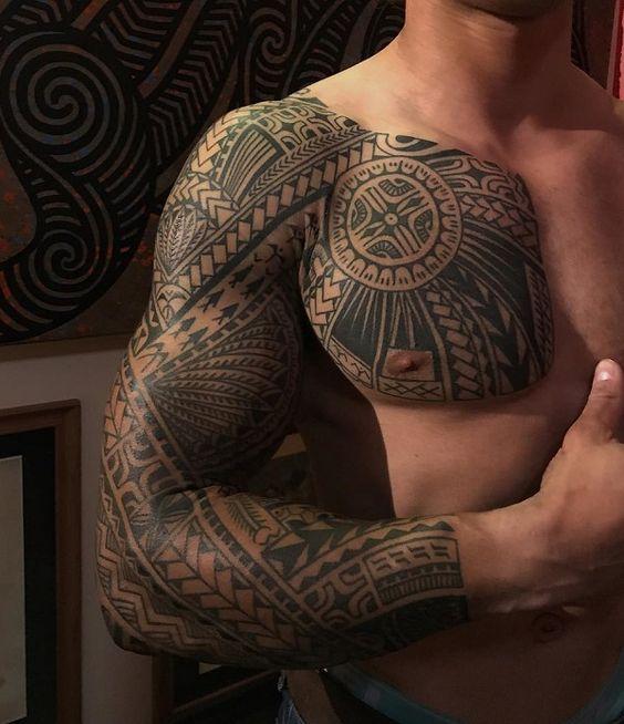рукав и грудь в племенном стиле