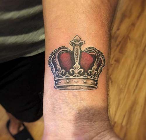 тату короны на запястье