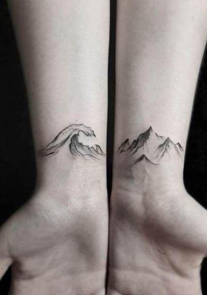красивая татуировка гор на запястье