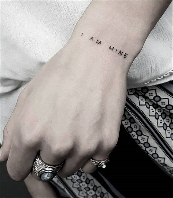 символическая татуировка на запястье