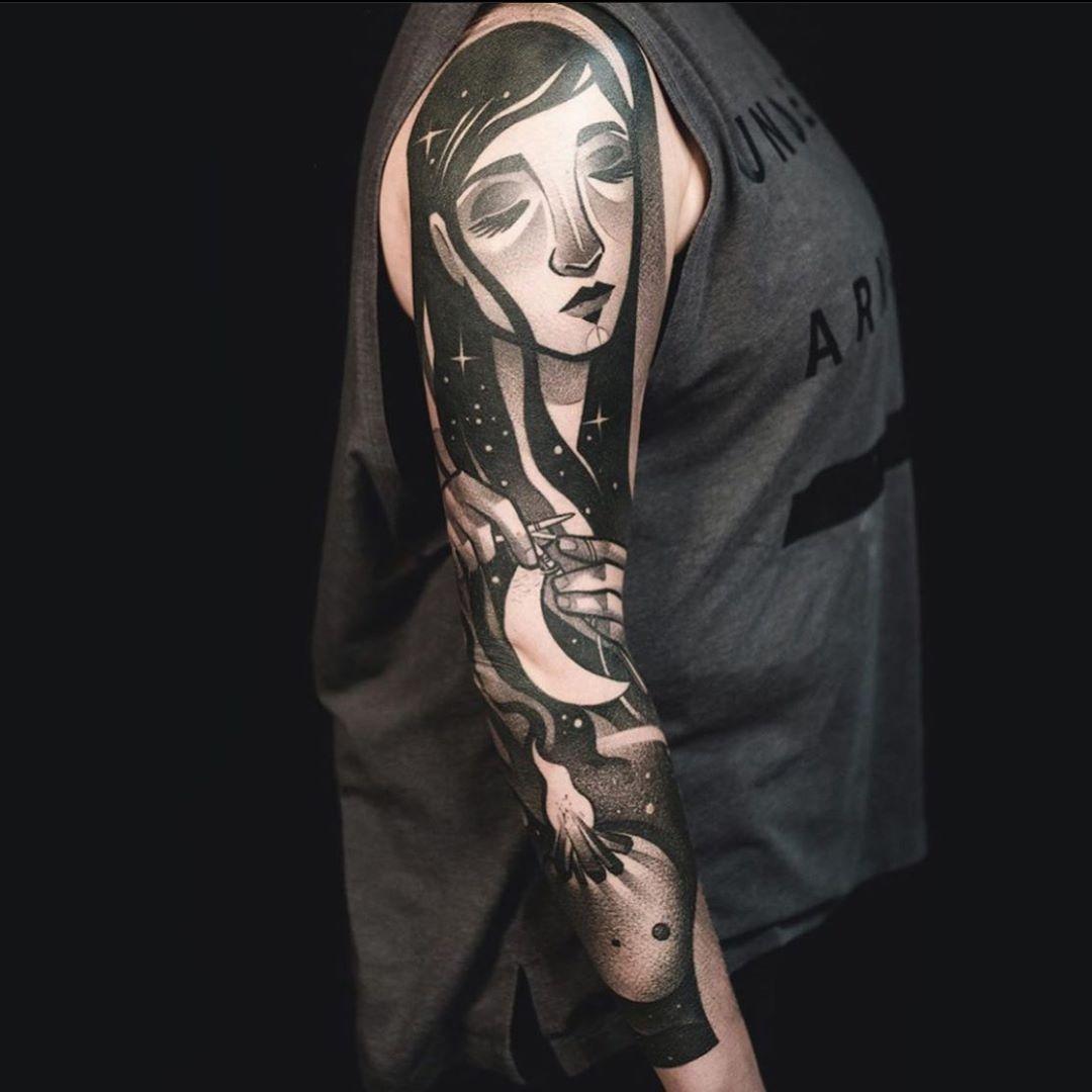 рукав с изображением девушки в стиле блэкворк