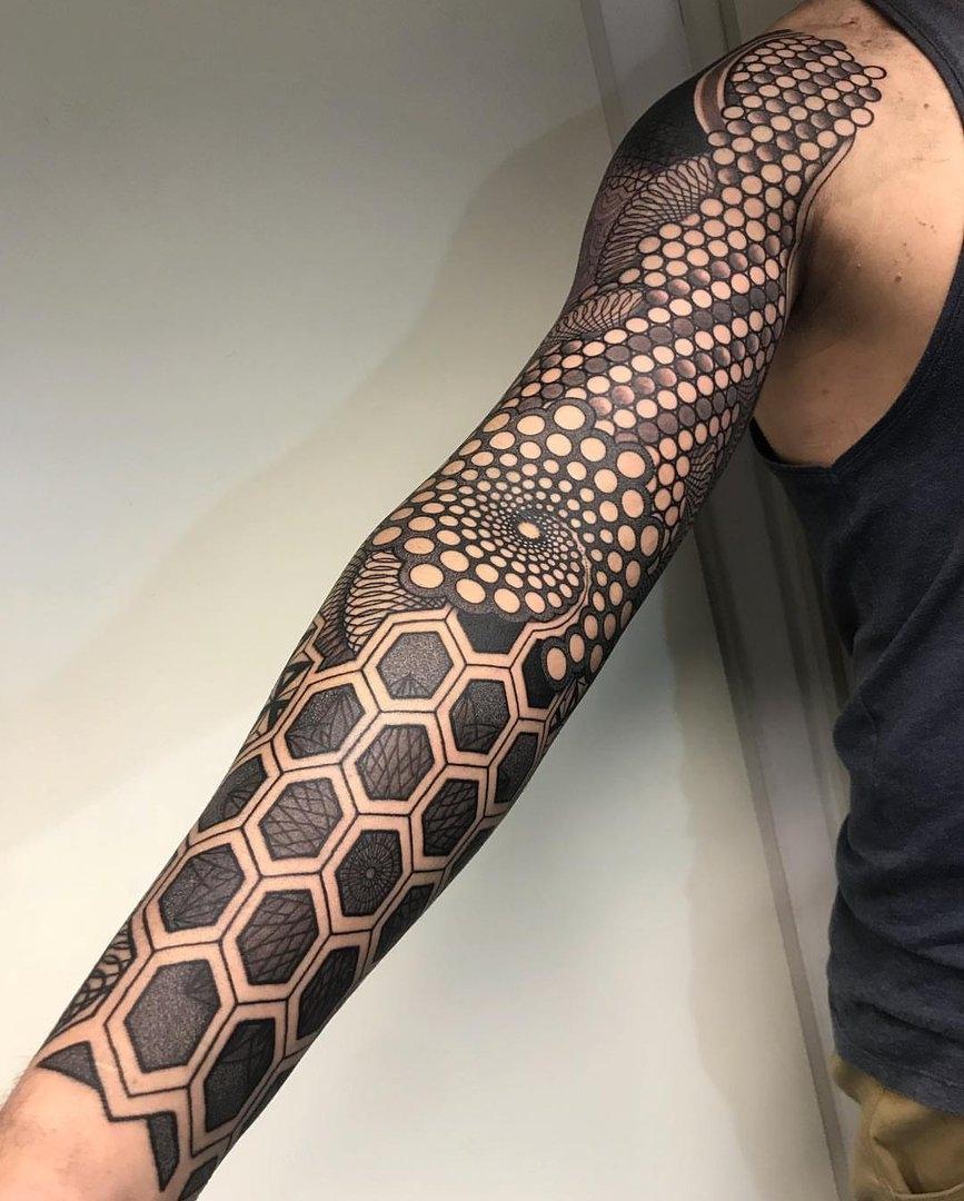 рукав в стилі блекворк