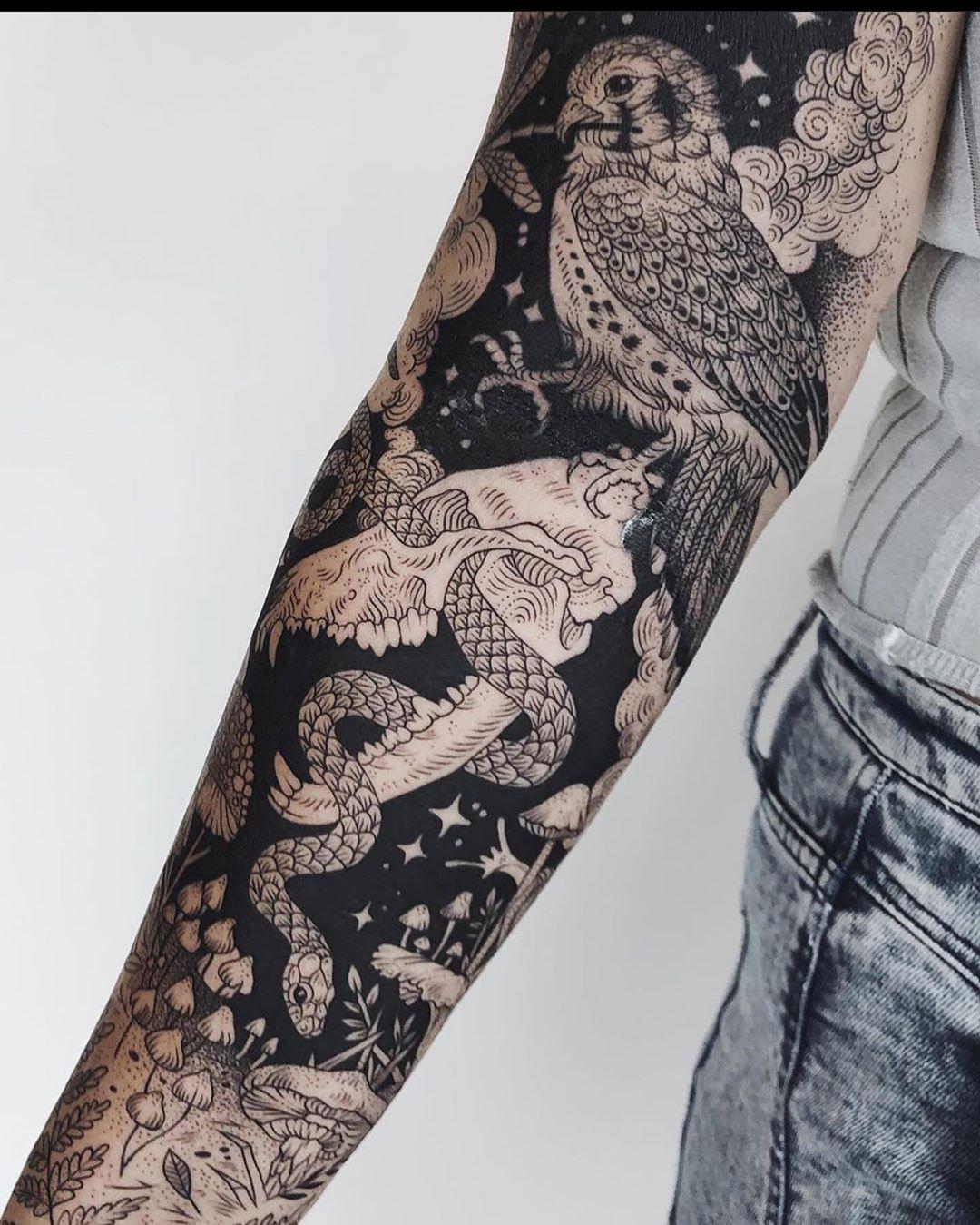 детальний рукав в стилі блекворк