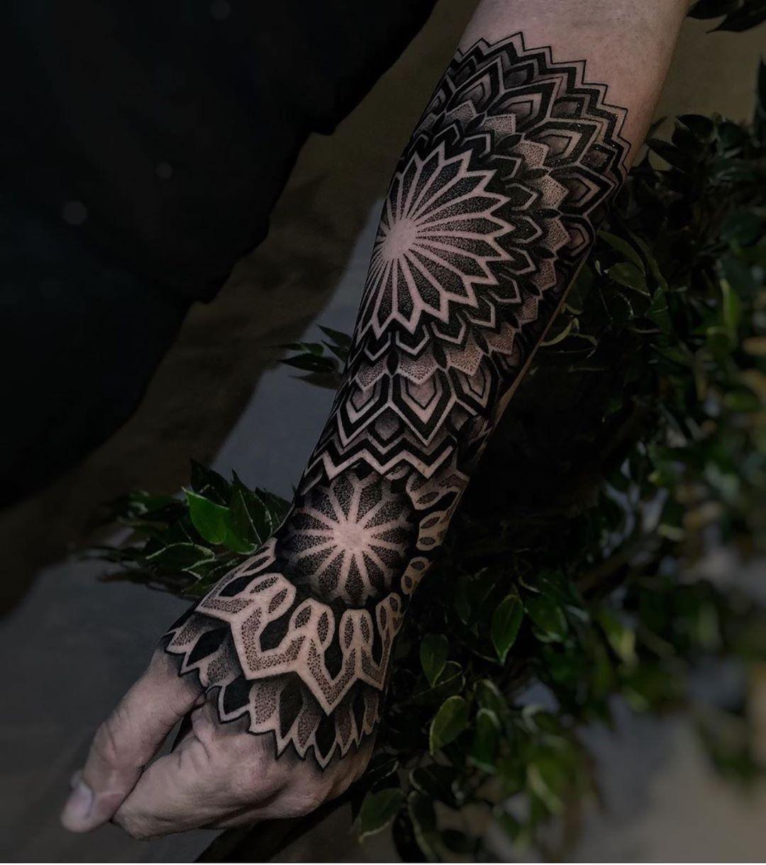 половина рукава в стилі блекворк