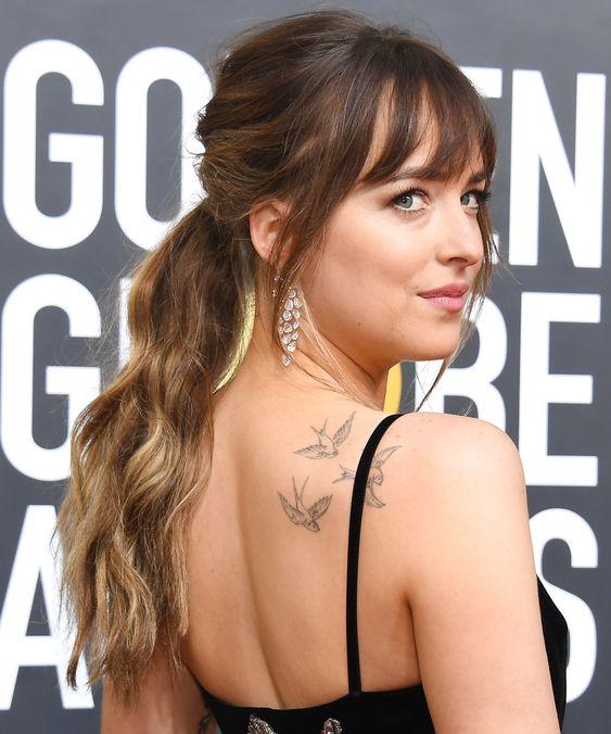 модная татуировка птиц на спине
