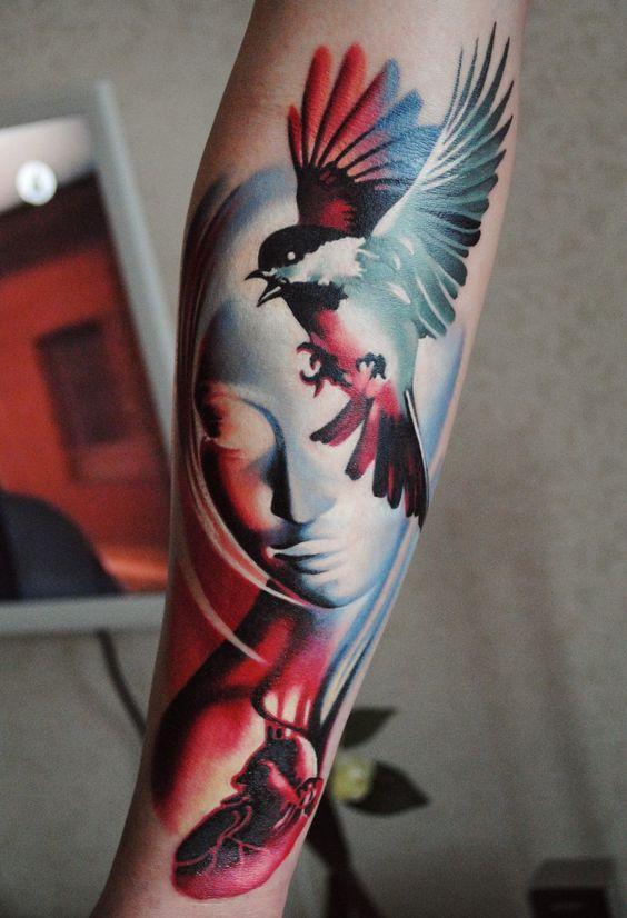 татуировка птиц на руке для девушек