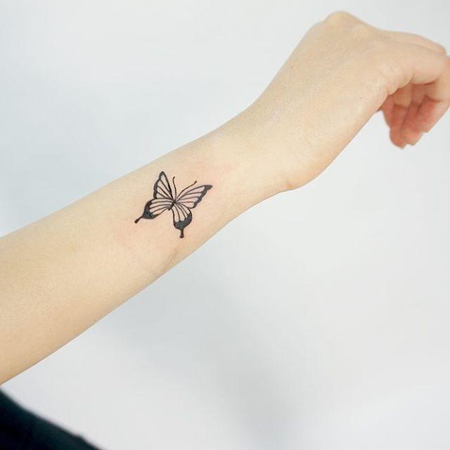 тату бабочки на запястье