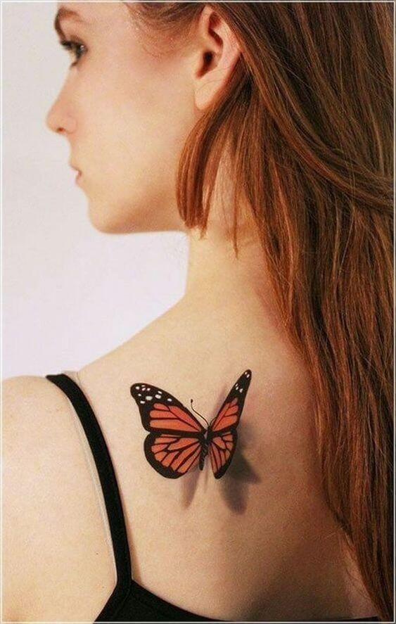 татуировка бабочки на плече